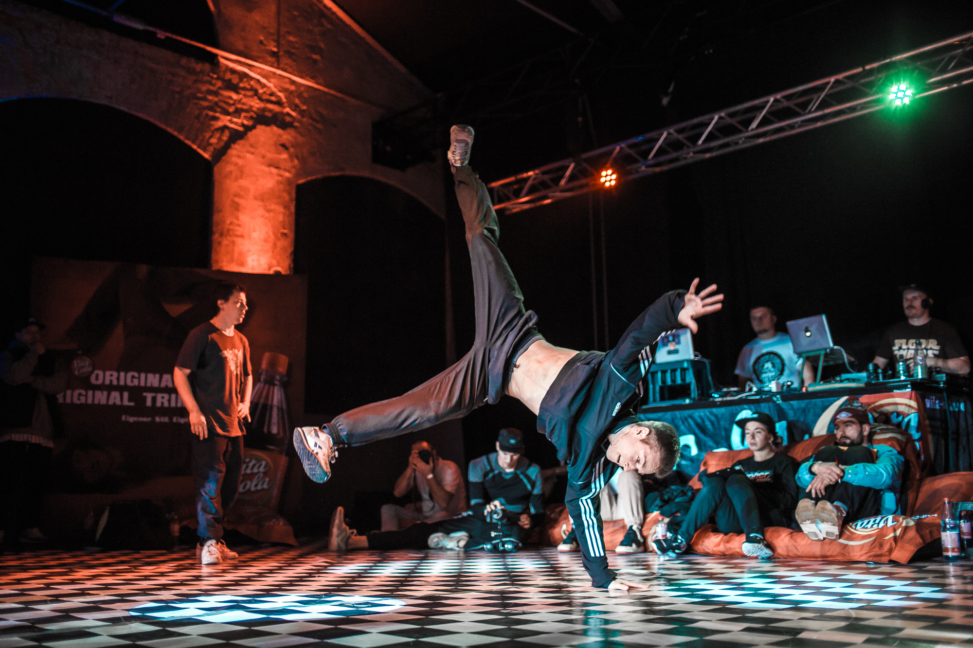 B-Boy Anton beim Finale des VITA COLA Kingz Of The Circle 2016 (® Christoph Seidler)