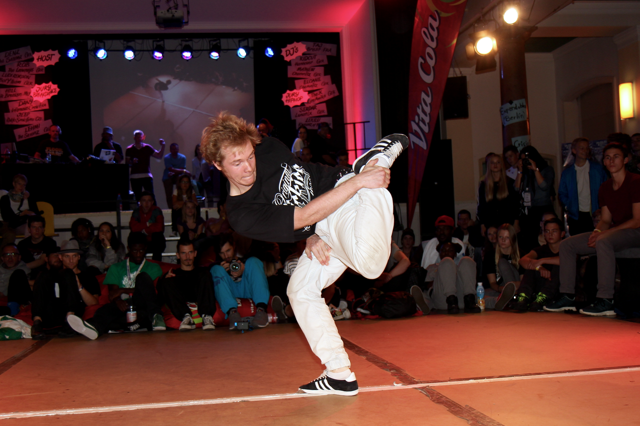 B-Boy Deny beim Finale des VITA COLA Kingz Of The Circle 2015